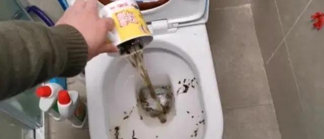 隔夜茶倒掉太浪费了,作用真厉害,好多人都用得到。提醒家人
